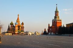 Geschichtemuseums- und Kremlinskontrollturm bei rotem Suare in Moskau. Stockfotos