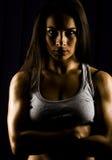 Geschikte en sterke jonge vrouwen persoonlijke trainer Stock Afbeeldingen
