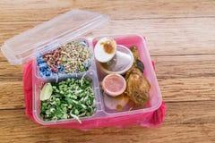 Geschikte maar milieu vijandige plastic maaltijdcontainers royalty-vrije stock fotografie