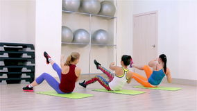 Geschiktheid Aerobics op de vloer stock videobeelden