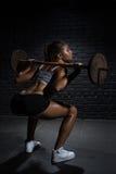 Geschiktheid, het bodybuilding Vertragingen en wapens stock fotografie