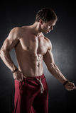 Geschiktheids mannelijk model Stock Foto's
