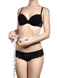 Geschiktheidslichaam met een metingsband Mooie atletische slanke vrouw die haar taille meten door maatregelenband Stock Foto