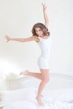 Geschiktheidsvrouw het springen Stock Afbeelding