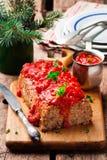 Geschild Gerstbrood met tomatensaus Royalty-vrije Stock Afbeeldingen