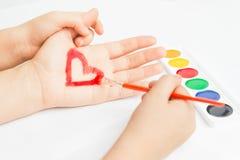 Geschilderd hart op hand Stock Foto