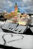 Geschilderd op de sneeuw in het oude hart van de stad De dag van de valentijnskaart `s Stock Fotografie