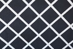 Geschilderd roosterpatroon in wit op een zwarte achtergrond stock foto