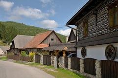 Geschilderde Blokhuizen met houten omheining Royalty-vrije Stock Afbeelding