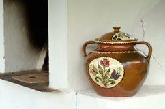 Geschilderde ceramische pot royalty-vrije stock afbeeldingen
