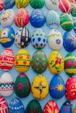 Geschilderde houten eieren, achtergrond Royalty-vrije Stock Foto