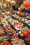 Geschilderde Kerstmisballen en boomdecoratie Royalty-vrije Stock Fotografie