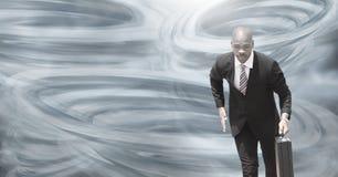 Geschilderde tornadotwisters en donkere hemel met zakenman het lopen vector illustratie
