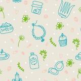 Geschilderde vrouwelijke trucs Parels, kam, spiegel, poeder, kaars, badzout, cupcake, schoonheidsmiddelen Vector patroon royalty-vrije illustratie