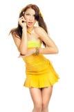Geschlechtsmädchen in einem gelben Kleid Lizenzfreie Stockbilder