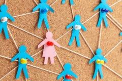 Geschlechtsspezifischer Unterschied in der Firma Suche nach geliebter verbindet Kommunikationsfrauen mit vielen M?nnern stockfoto