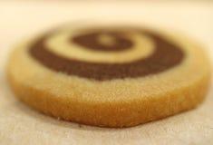 Geschlossen herauf geschmackvolles Vanille- und Schokoladenstrudelbutterplätzchen, selektiver Fokus Lizenzfreies Stockbild