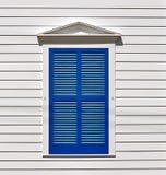 Geschlossene blaue Blendenverschlüsse Stockbilder