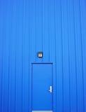 Geschlossene blaue Tür Lizenzfreies Stockbild