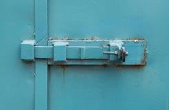 Geschlossene blaue Tür Stockbilder