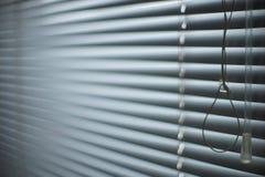 Geschlossene Fensterläden und Seil Jalousiehintergrund Vorhang-Hintergrund lizenzfreie stockfotografie