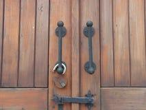 Geschlossene Holztüren Stockbild