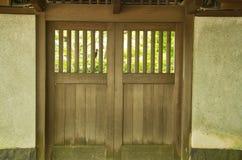 Geschlossene japanische Tür Stockbild