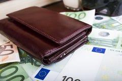 Geschlossene lederne Männer ` s Geldbörse Lizenzfreie Stockbilder