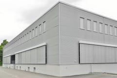 Geschlossene moderne Handelsgebäudeanlage Stockbild