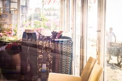 Geschlossene Schaufenster mit Sun-Licht Lizenzfreie Stockfotos