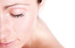 Geschlossene weibliche Augen Stockfoto