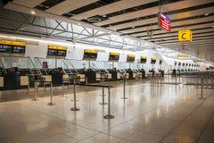 Geschlossener Flughafen überprüfen herein Schreibtische Lizenzfreie Stockfotos