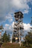 Geschlossener hölzerner Beobachtungskontrollturm stockfoto