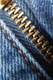 Geschlossener Jeansreißverschluß lizenzfreie stockbilder
