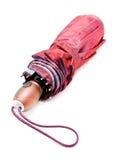 Geschlossener purpurroter Regenschirm Stockfotografie