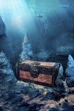Geschlossener Schatzkasten Unterwasser Stockfotografie