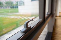 Geschlossenes Bürofenster stockfotos