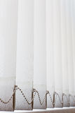 Geschlossenes Bürofenster Vertikaler weißer Jalousie Lizenzfreie Stockfotos