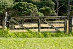 Geschlossenes Bauernhofgatter Stockbilder