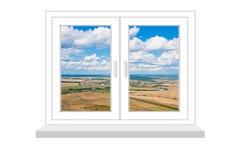 Geschlossenes Fenster mit einer Art auf ländlicher Landschaft auf einem weißen backgrou Lizenzfreie Stockbilder