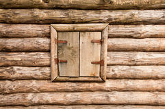 Geschlossenes hölzernes Fenster Stockbild