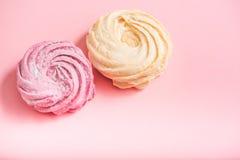 Geschmackvolle colourfull Zefir am rosa Bereich Lizenzfreie Stockfotos