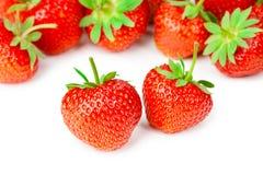 Geschmackvolle Erdbeeren lokalisiert auf weißem Hintergrund Stockfotografie