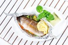 Geschmackvolle gebackene Fische Stockfotos