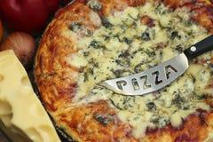 Geschmackvolle gebackene Pizza Lizenzfreies Stockbild