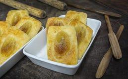 Geschmackvolle goldene braune Bananentorte Stockfoto