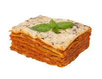 Geschmackvolle Lasagne lokalisiert auf weißem Hintergrund Stockbild