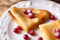 Geschmackvolle Pfannkuchen mit Beeren Lizenzfreie Stockfotos