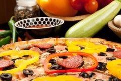 Geschmackvolle Pizza Stockfotos