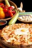 Geschmackvolle Pizza Stockbild